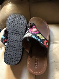 pair of black-and-red flip flops San Diego, 92110
