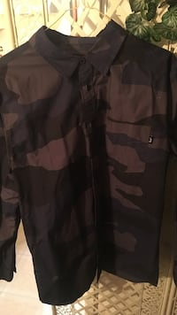 Stussy button up size, young men's small