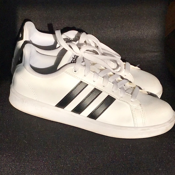 5450afab8641 Used Women s ADIDAS Cloudfoam sneakers 8 for sale in Mississauga - letgo