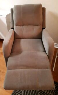 POWER RECLINER  Excellent condition. Mississauga, L5B 3Y7