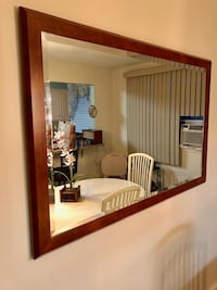 Mirror with beveled edge and wood frame in excellent condition Philadelphia