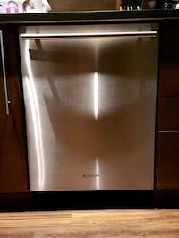 Stainless dishwasher / lave-vaisselle en stainless