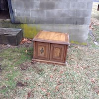 End table or tv stand has some KINCKS pickup only no meet