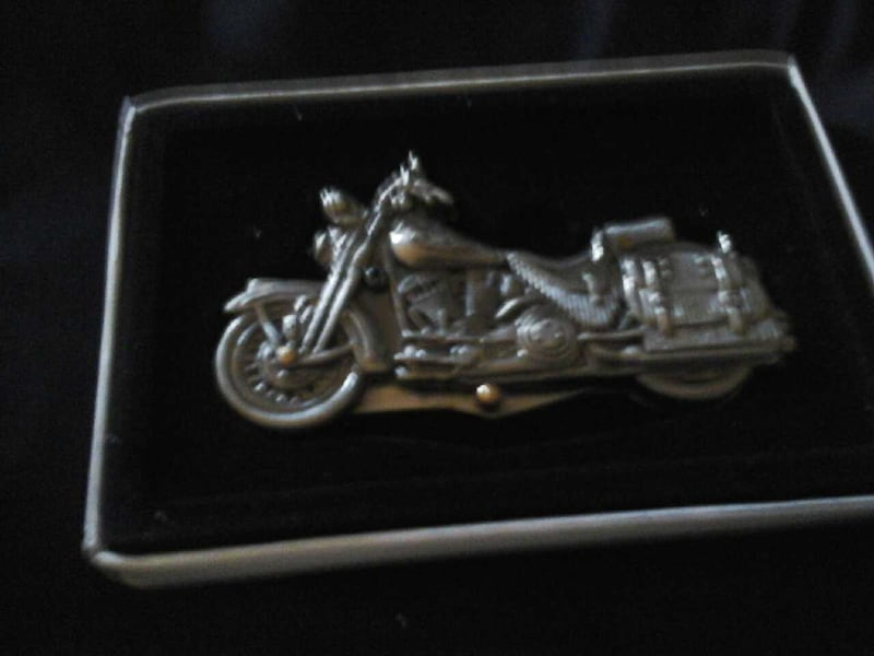 collectors motorcycle knife very nice 1fee0446-80ba-462d-a724-7f812a08cddd