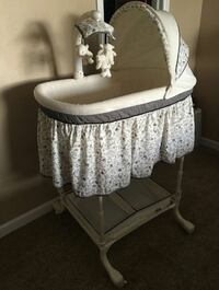 baby's white bassinet with crib mobile Commerce City, 80022