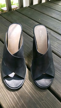 Women's high heel shoes. Size us 8.5