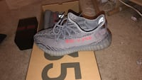 Pair of gray adidas yeezy boost 350 v2 with box Los Angeles, 91303