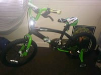 toddler's green and black bicycle with training wheels Oxon Hill, 20745