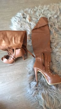 Pair of brown leather peep-toe heeled sandals Seattle, 98118