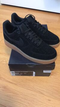 Nike Air Force 1 size 8.5 brand new 537 km