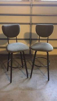 two black metal framed gray padded bar stools Crossville, 38558