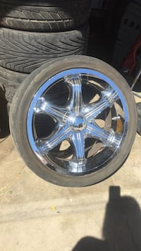 chrome 8-spoke vehicle wheel with tire
