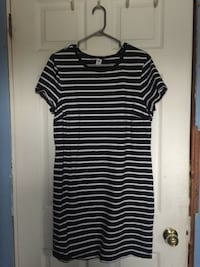 black and white striped scoop-neck cap-sleeved dress