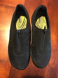 Ladies non slip safe tread shoes size 9 Edmonton, T5M