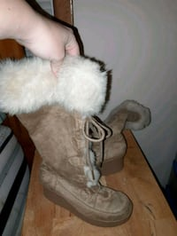 Fuzzy boots Manchester, 37355