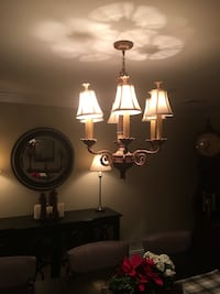 Chandelier beautiful must see works great Smithtown, 11787