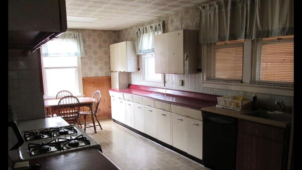 Used Vintage kitchen cabinets ( metal ) 1940\'s for sale in ...