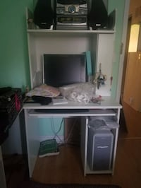 Moving out, Desk for sale Toronto, M1V 2A9