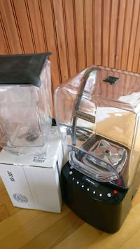 95% new Blendtec STEATH 875 with 2 new jars