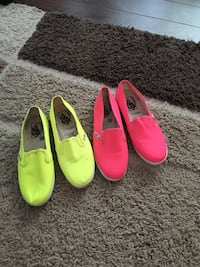 Two pairs of green and pink vans sneakers Longueuil, J4J 3H5