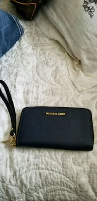 Michael Kors wallet with wrist band Lubbock, 79416