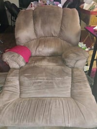 Plush Recliner. Smokefree Henrico County