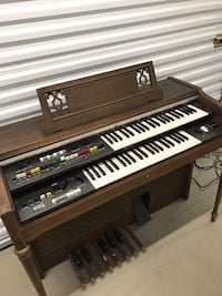 Yamaha electone cabinet model keyboard/organ (with instructions and music to play) Centennial, 80112
