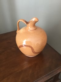 9 in high x 8 in/ lovely hand made pottery jug/excellent condition Ottawa, K2G 6V6