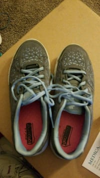 Pair of gray and blue sketchers size 6.5 Falls City, 68355