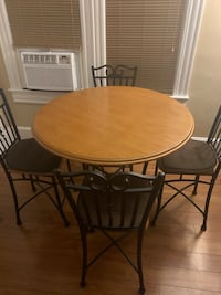 Dining room/ kitchen Table and Chairs