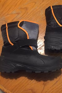 Snow boots size 6 youth