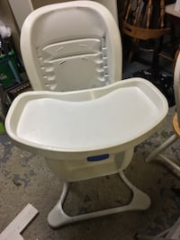 baby's white and gray high chair Montréal, H4M 2X3