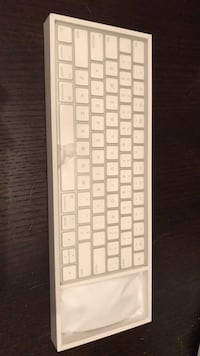 I Mac keyboard and mouse new in box Edmonton, T5T 3X4