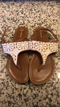 pair of brown leather sandals Houston, 77007