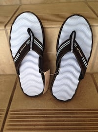 Brand New in box with tags ladies Size 8 Speedo sandals