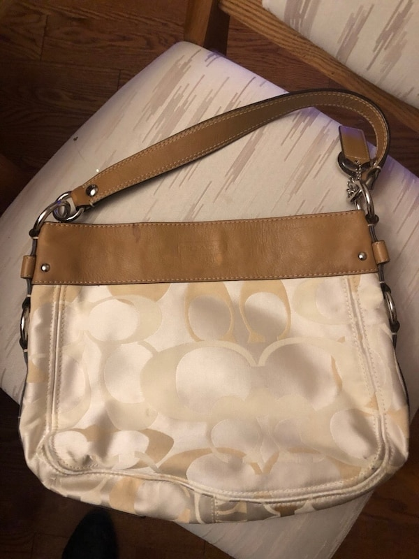 59f67f5a0b97 Used CREAM LEATHER COACH PURSE for sale in North Dumfries - letgo