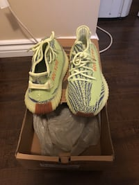 Yeezy Boost 350 V2 (Yellow Frost) Richmond Hill, L4C 9S5