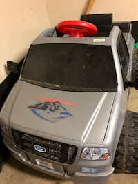 Ford kids truck, new battery and charger. Rarely used. Mc Lean, 22102