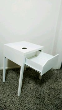 White nightstand w/drawer
