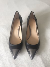 pair of black leather pointed-toe heels Mississauga, L5M 2Y9