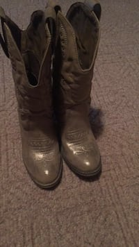 Cowgirl boots hardly worn