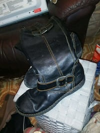 pair of black leather boots Omaha, 68132