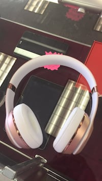 white and red corded headphones Pflugerville, 78660