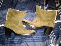 Size 8 Clark boots  Brent, 32505