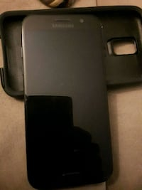 Samsung 5 very nice phone the back is cracked back Hamilton, L8K 5S6