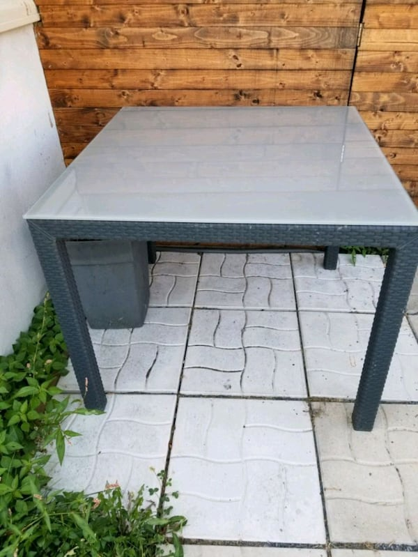 Table exterieur  0