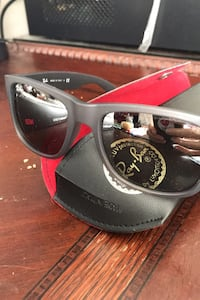 Ray Ban Justin RB4165 with case Calgary, T3H 5Z3