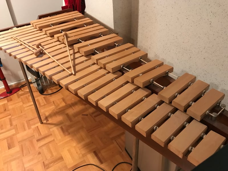Xylophone with carrying case Mint Condition - full size a1c86348-317e-4b0f-9995-5a4bb77ea56e