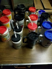 Insulated cups with lids