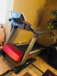 Black and red automatic treadmill Santa Maria, 93455